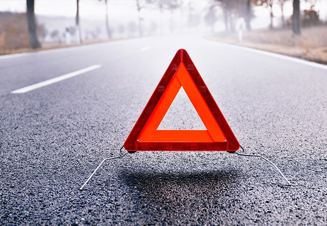 emergency-safety-triangle-for-roadside-emergencies