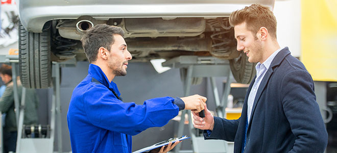 Mechanic-returning-keys-customer-after-car-repair