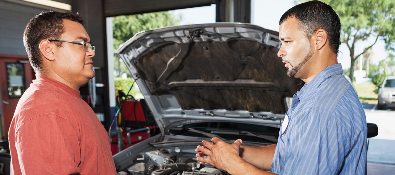 Mechanic-Explaining-Repairs-to-Male-Customer