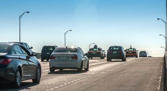 Tráfico en autopista transitada