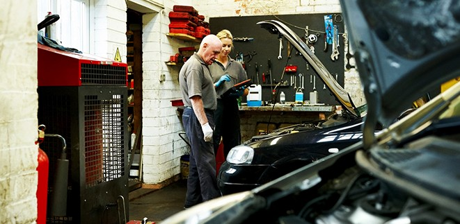 vehicle-inspection-in-mechanic-garage