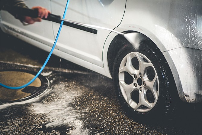 Spraying-Under-Car-Wheel-Wells